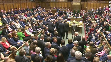 uk lawmakers vote yes on joining airstrikes in syria against isis liveshot foster_00012708