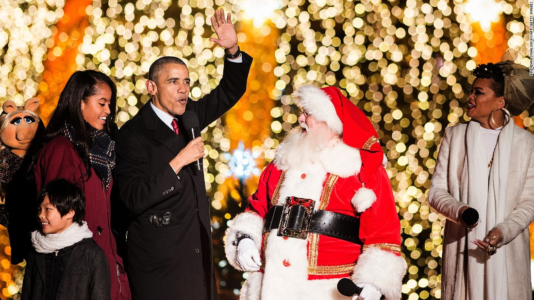 Obama and the first family join performers to sing Christmas songs.