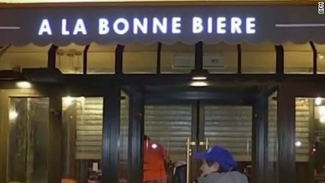 cafe in paris terror attack reopens vosot_00002410.jpg