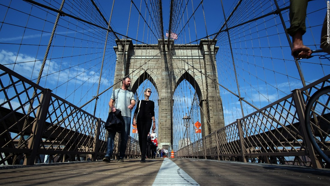 The iconic Brooklyn Bridge is part of one of VoiceMap's New York City audio tours, given by a local Brooklyn resident.