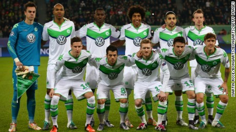 WOLFSBURG, GERMANY - DECEMBER 08:  The Wolfsburg team pose for the cameras prior to kickoff during the UEFA Champions League group B match between VfL Wolfsburg and Manchester United at the Volkswagen Arena on December 8, 2015 in Wolfsburg, Germany.  (Photo by Martin Rose/Bongarts/Getty Images)