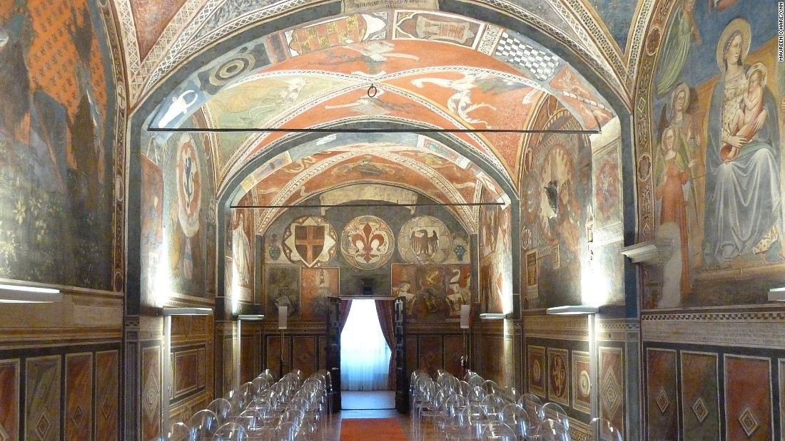 The 14th-century town hall features frescoes related to the region's history. It's a popular venue for weddings.