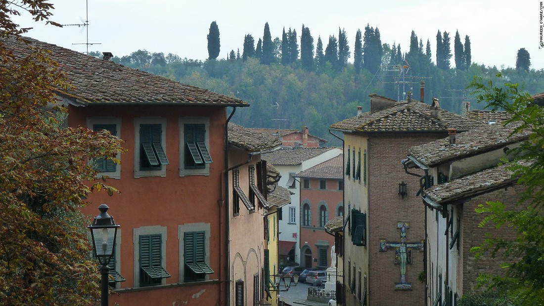 The town's hill command views over the Arno Valley. To the south lies the rural San Miniato Hills where the truffles are found, and to the north is the industrial district, heartland of the Italian leather industry.