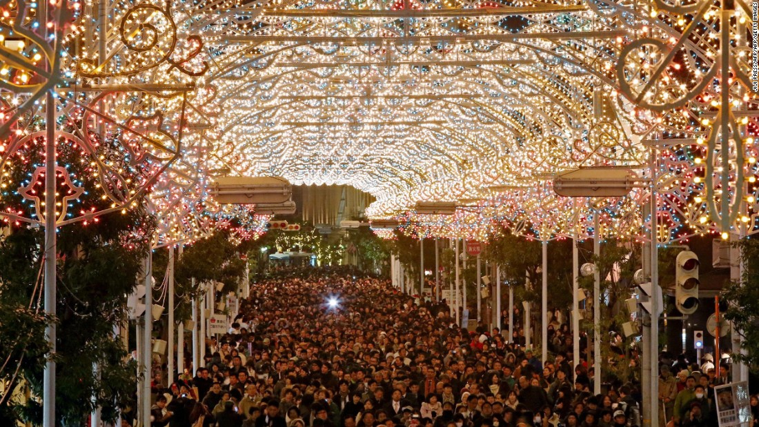 To access the main area of Kobe Luminarie, one has to walk through a signature light tunnel.