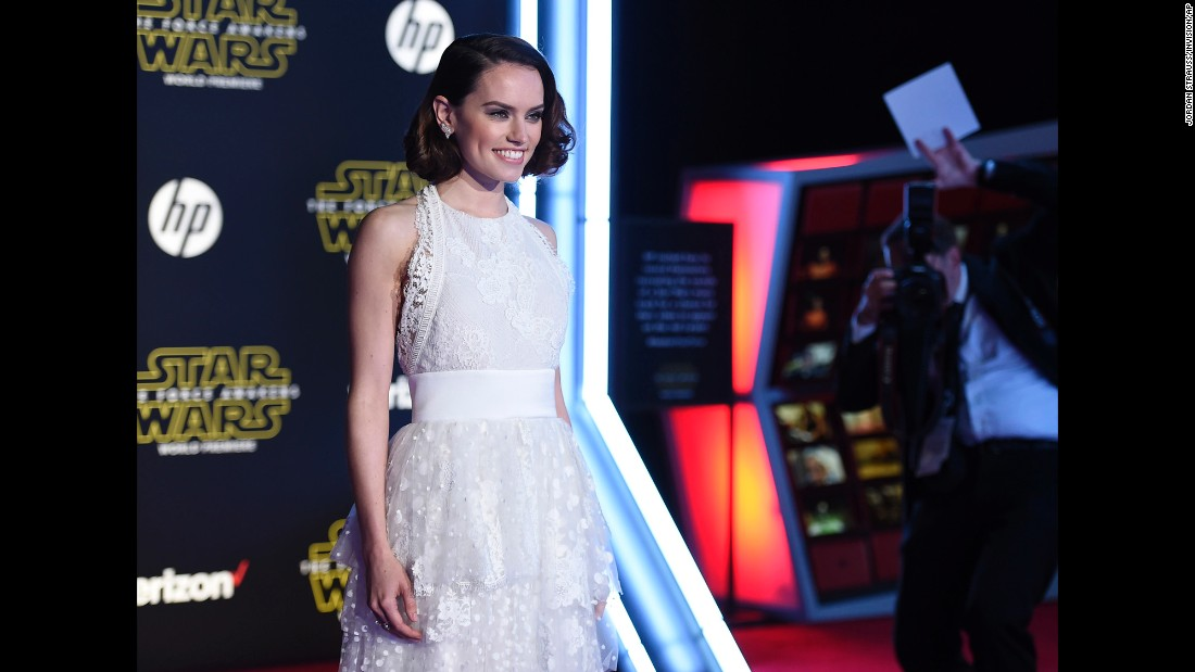 "The stars were out in full force December 14 at the world premiere of ""Star Wars: The Force Awakens."" Newcomer Daisy Ridley plays the role of Rey in the film and thrilled the crowd with her appearance on the red carpet at the TCL Chinese Theatre in Los Angeles. Here's who else made the scene:"