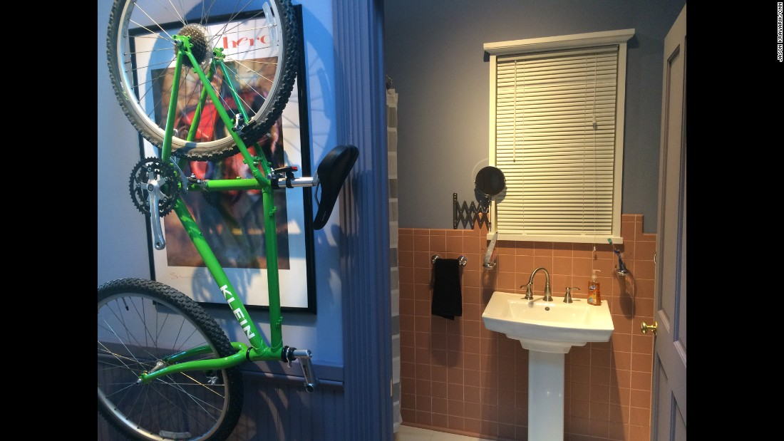 As on the original set, a bicycle hangs in the hallway leading to Jerry's bathroom and bedroom.