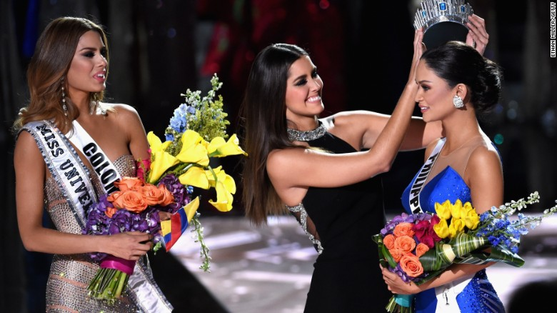 Wrong contestant mistakenly crowned at Miss Universe