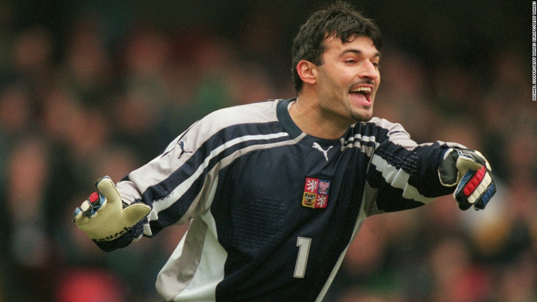 The goalkeeper made a total of 49 appearances for his country between 1994 and 2001. He also played club football in Italy, for Brescia, and in Portugal, for Beira-Mar.
