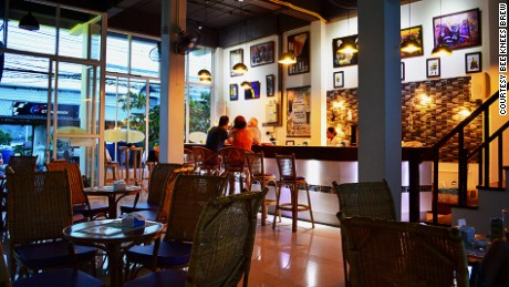 Bee Knees Brewpub: Craft beer in Koh Samui.