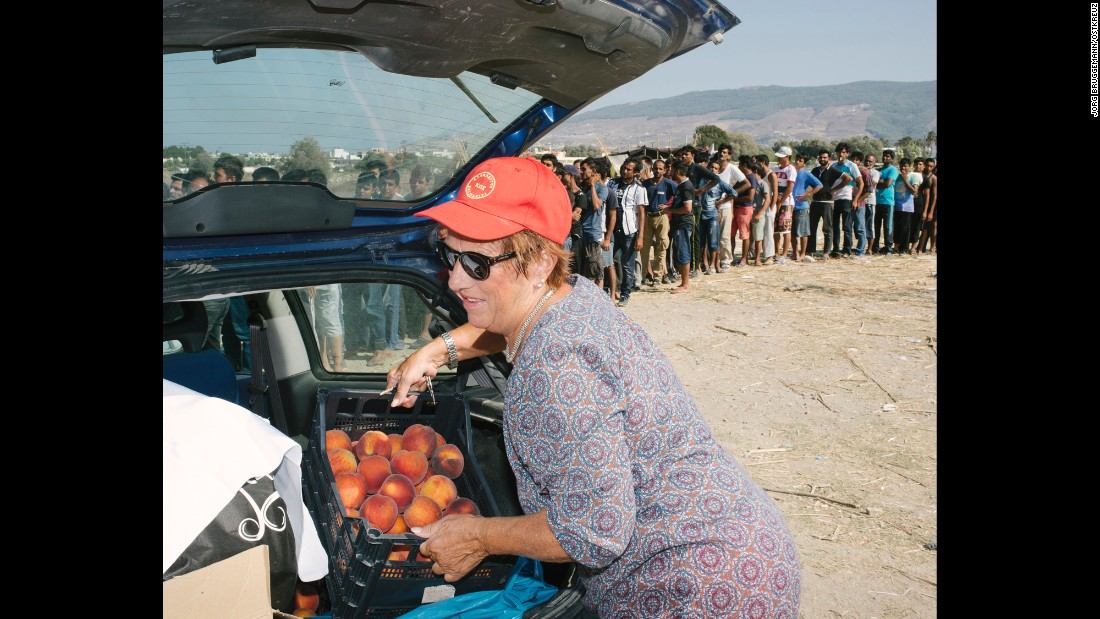 Reinhilde Michalakopoulos, German owner of the Kos Palace hotel, unloads peaches to donate to migrants.