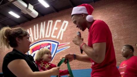 SPORTS NBA CHRISTMAS GIVING_00000603