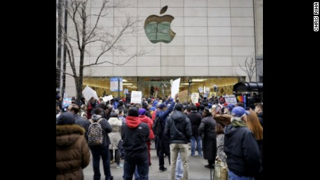 Protesters block the entrance of the Apple store on Michigan Avenue.