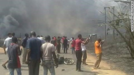 A gas explosion in Nnewi, Nigeria has burned and killed a number of people on Christmas eve.