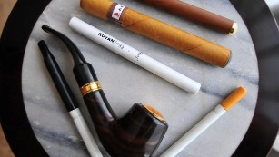 FDA to extend tobacco regulations to e-cigarettes, other products