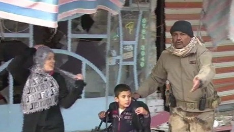 Iraqi forces try to rescue families from ISIS