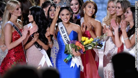 LAS VEGAS, NV - DECEMBER 20:  Miss Philippines 2015, Pia Alonzo Wurtzbach (C), who was mistakenly named as first runner-up reacts with other contestants after being named the 2015 Miss Universe during the 2015 Miss Universe Pageant at The Axis at Planet Hollywood Resort & Casino on December 20, 2015 in Las Vegas, Nevada.  (Photo by Ethan Miller/Getty Images)