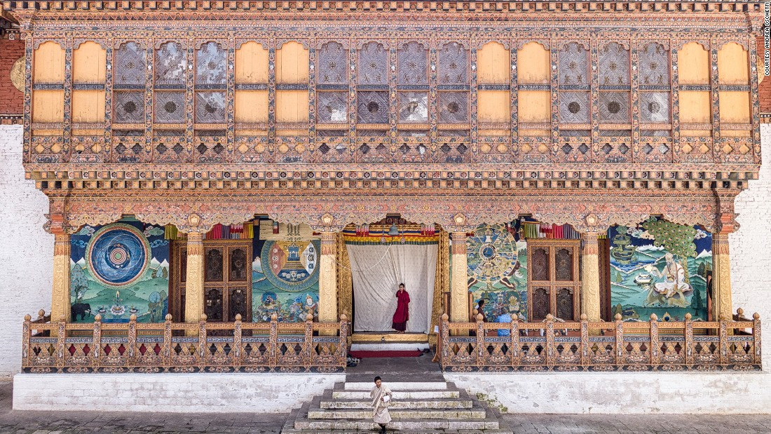 Punakha Dzong fortress is home to the most sacred of Bhutan's possessions: an image of the Bodhisattva of Compassion that Guru Rinpoche brought with him from Tibet.