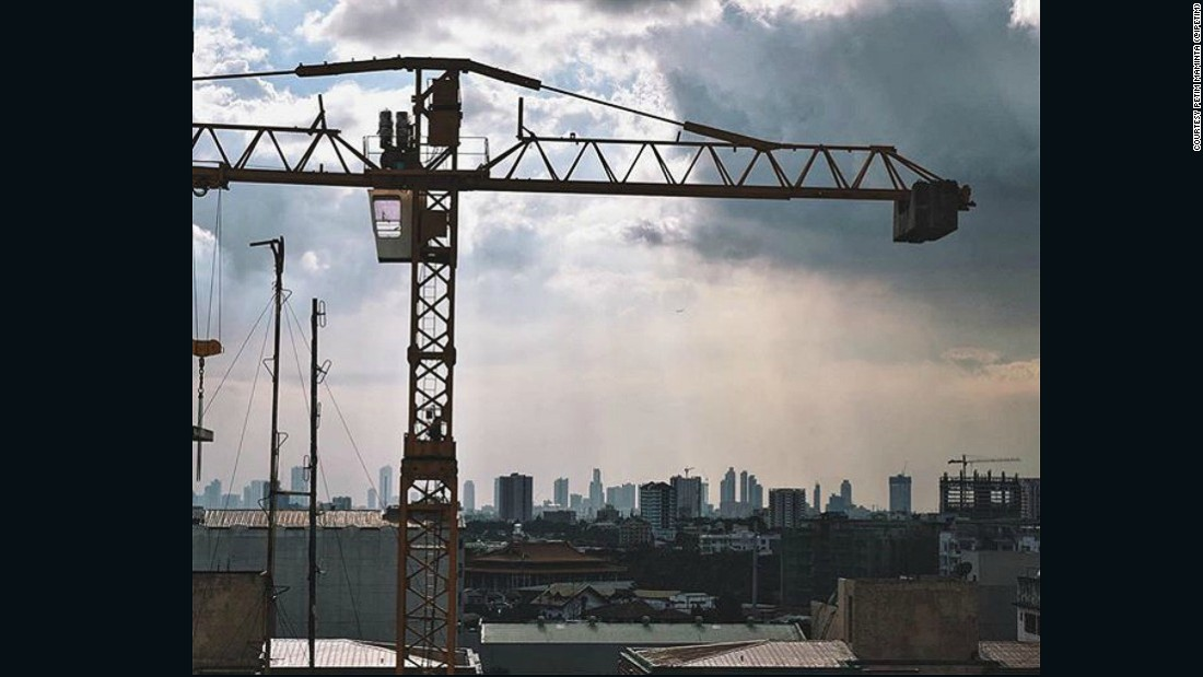 "Petim Maminta (<a href=""https://www.instagram.com/ipetim/"" target=""_blank"">@ipetim</a>) was another to share an image of the construction shaping the vast Manila Metro area. She sent this picture of a crane that is being used to build new condos stretching out over the skyline of Quezon City."