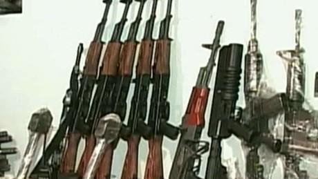 cnnee pano pkg gun control usa mex_00014128