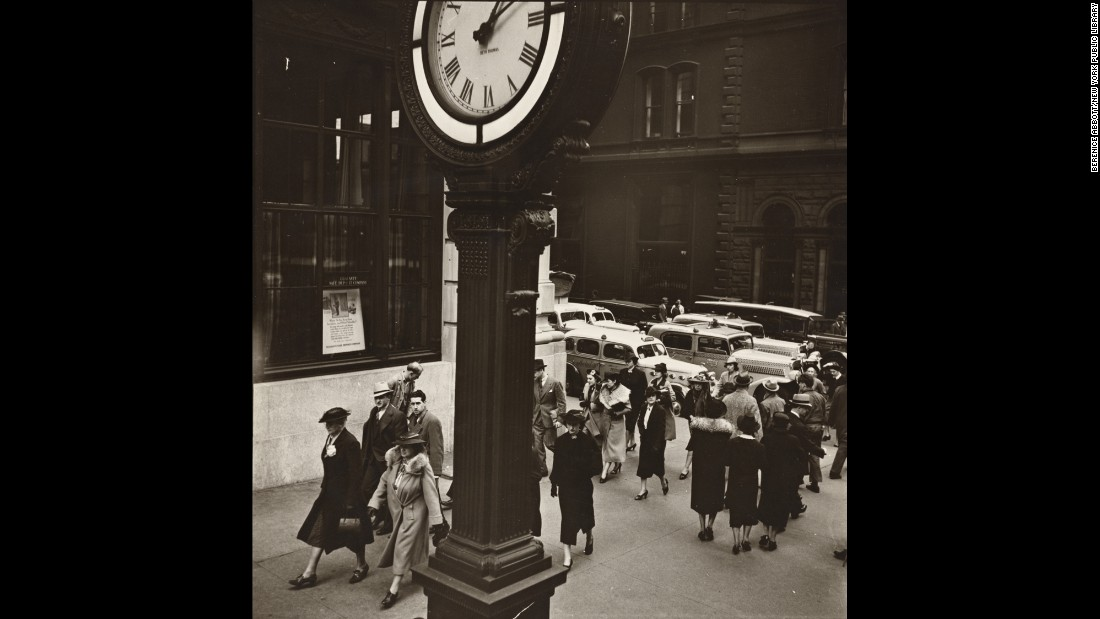 Pedestrians pass a clock on Fifth Avenue and 44th Street in 1938.