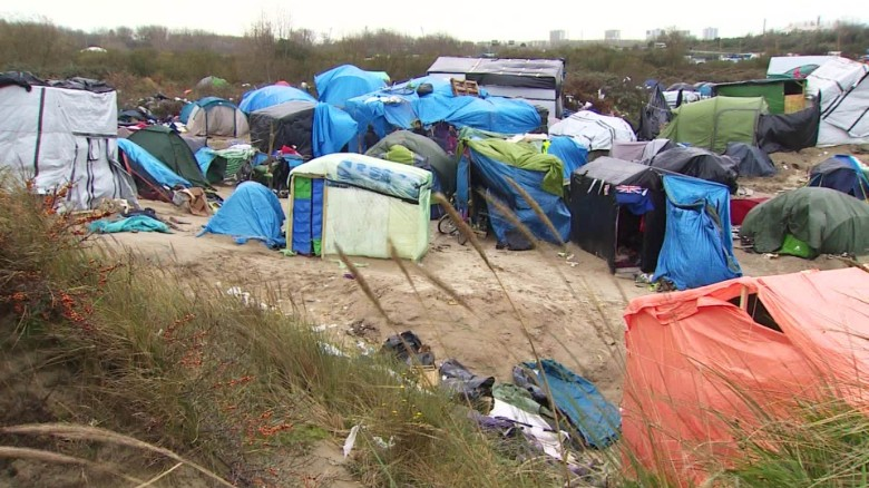 Clashes break amid Calais camp relocation (March 2016)