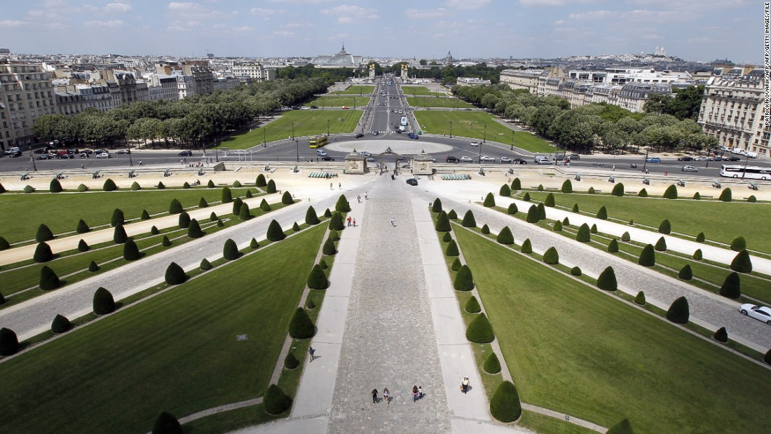 The Esplanade des Invalides will be an integral part of the race, housing the pit lane and many spectators and hospitality.