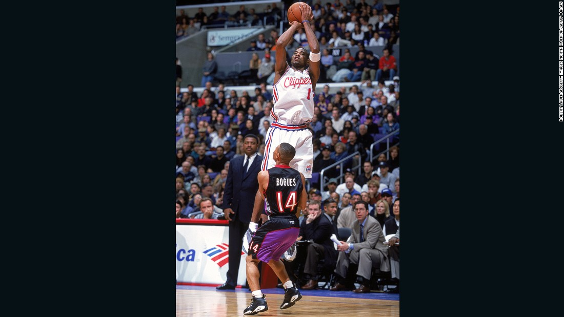 Bogues fights in vain to block the shot of Derek Anderson, during the Toronto Raptors' 95-94 win over the Los Angeles Clippers in 2000.