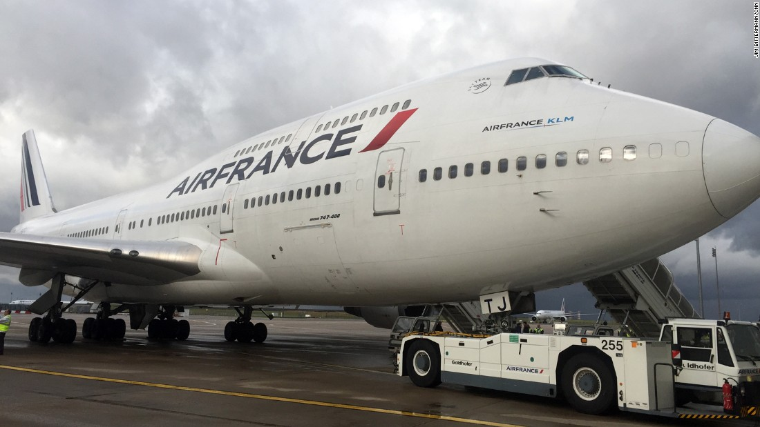 Air France retired its fleet of Boeing 747s this month. Join CNN's Jim Bittermann on a ceremonial flight to mark the passing of an icon that spurred global travel for an entire generation. Click though the gallery to see images from Bittermann's flight.