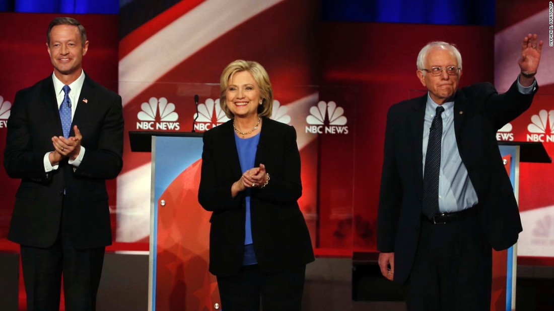 Candidates Martin O'Malley, Hillary Clinton and Bernie Sanders take part in <strong>t</strong>he final Democratic presidential debate before the caucuses.
