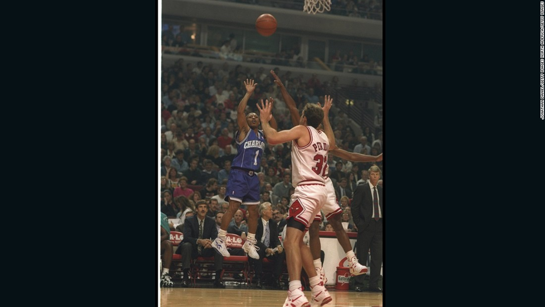 Bogues showcases his extraordinary vertical reach during a Hornets game against the Chicago Bulls in 1994. He defied his small stature and was able to jump 44 inches, among the highest figures in NBA history.