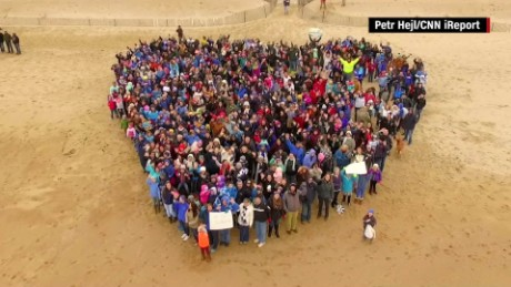 Thousands assemble giant message on beach for sick boy