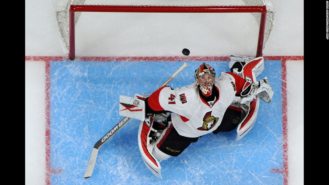 Ottawa goalie Craig Anderson makes a save during an NHL game in Los Angeles on Saturday, January 16.