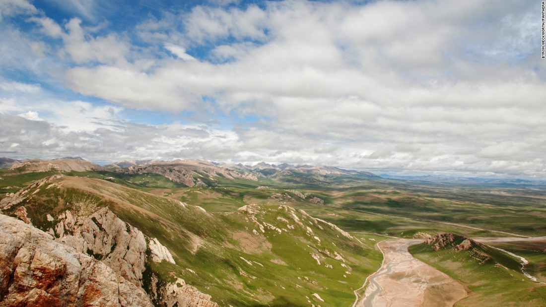 This valley in Suojia in Qinghai Province, China is typical snow leopard range.