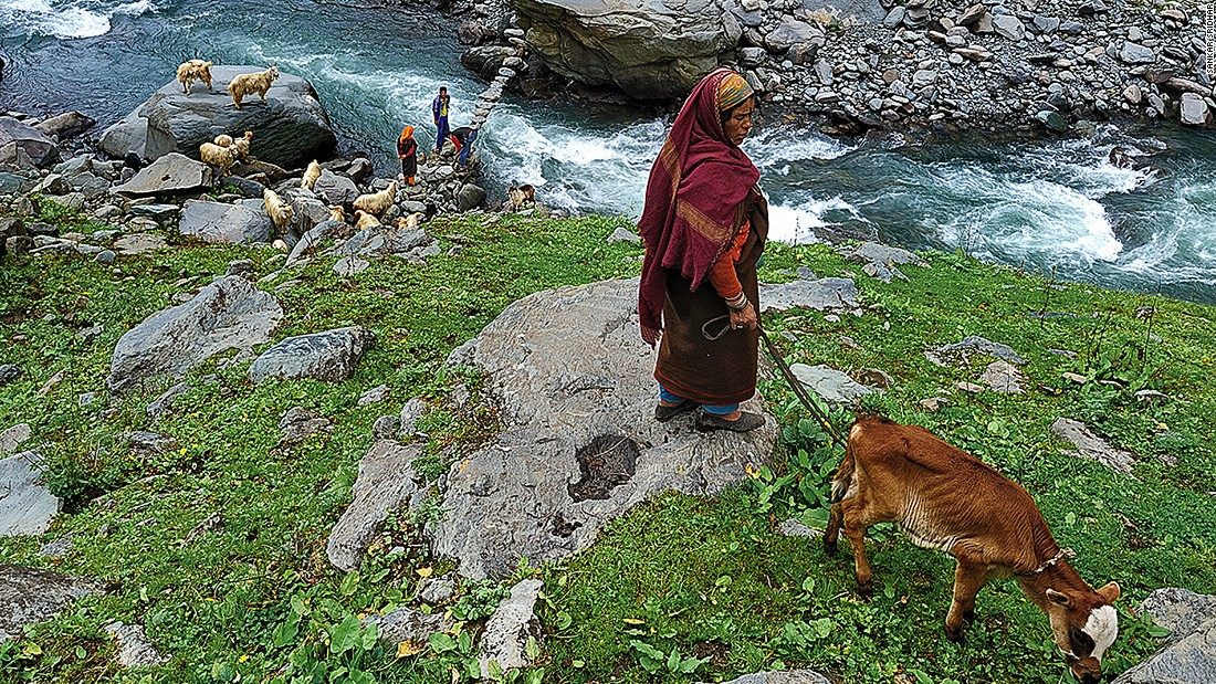 Bara Bangal is an Indian village cut off from the rest of the world by the 4,800-meter-high Kalihani and Thamsar Passes, sheer mountainsides and the Ravi River.  Here, some villagers build a bridge over one of the streams that meets the Ravi. <br />