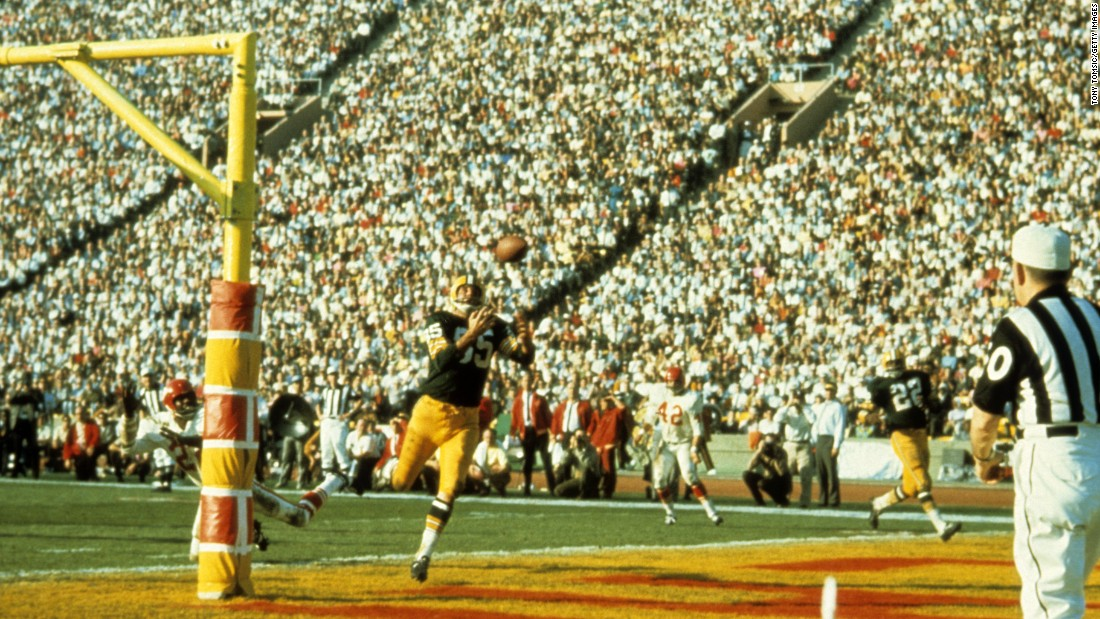 "Packers wide receiver Max McGee pulls in a 13-yard touchdown pass during the third quarter. In the first quarter, McGee <a href=""http://www.cnn.com/2015/01/25/us/gallery/super-bowl-superlatives/index.html"" target=""_blank"">made history</a> when he scored the first touchdown in Super Bowl history -- a 37-yard score. <a href=""https://www.youtube.com/watch?v=X1WEFGMi0bI"" target=""_blank"">Watch the replays</a>"