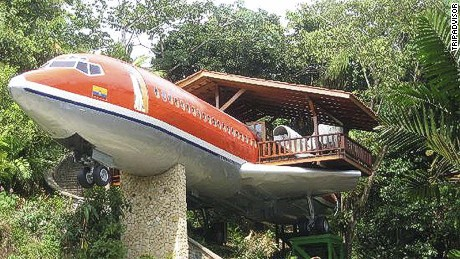 This vintage 1965 Boeing 727 airframe sits in the jungle canopy of Costa Rica. It's been transformed into a luxury hotel suite.