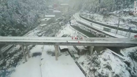 NS Slug: CHINA SNOW: WORST COLD FRONT IN YEARS  Synopsis: The worst cold front in years is sweeping across most of China, and authorities are struggling to restore electricity and ensure food and warmth.  Video Shows: Thick covering of snow in China     Keywords: CHINA WINTER WEATHER SNOW ICE