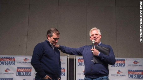 Glenn Beck (R) announces his endorsement of US Senator and Republican Presidential Candidate Ted Cruz during a campaign event in Waterloo, Iowa, January 23, 2016, ahead of the Iowa Caucus.   / AFP / JIM WATSON        (Photo credit should read JIM WATSON/AFP/Getty Images)
