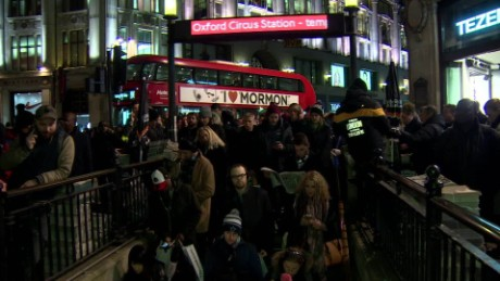 overcrowding oxford circus station pkg foster_00000716