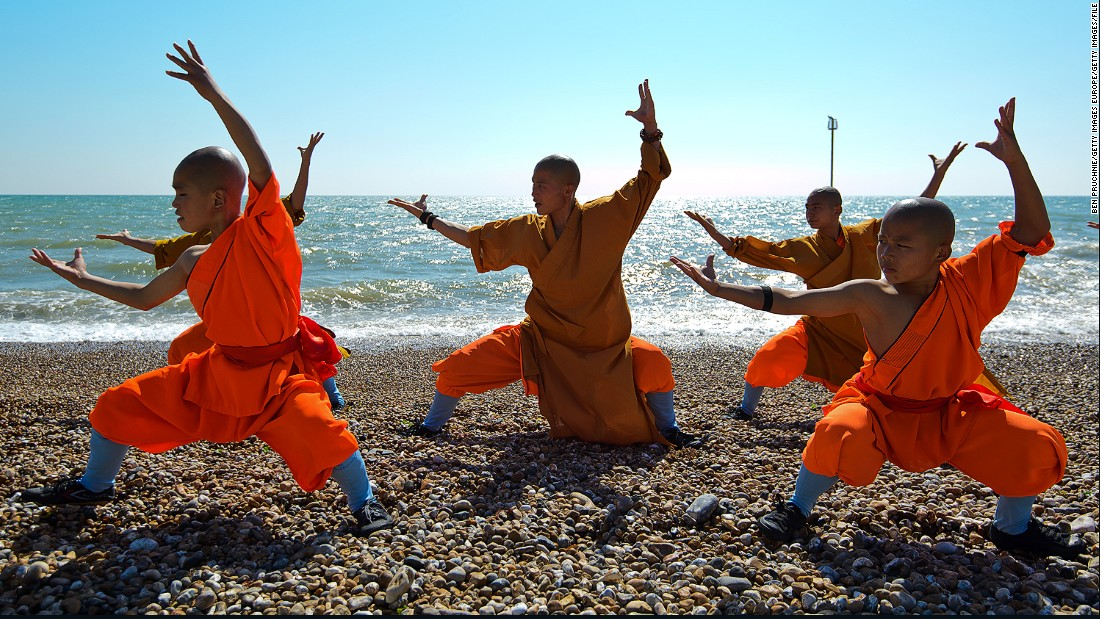 Drewell saw a martial arts theatrical performance by Shaolin monks at Halle, Germany in 2013.
