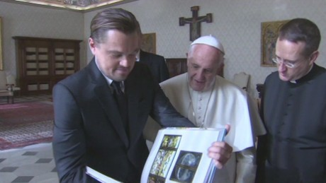 cnnee vo pope and leonardo dicaprio _00012328
