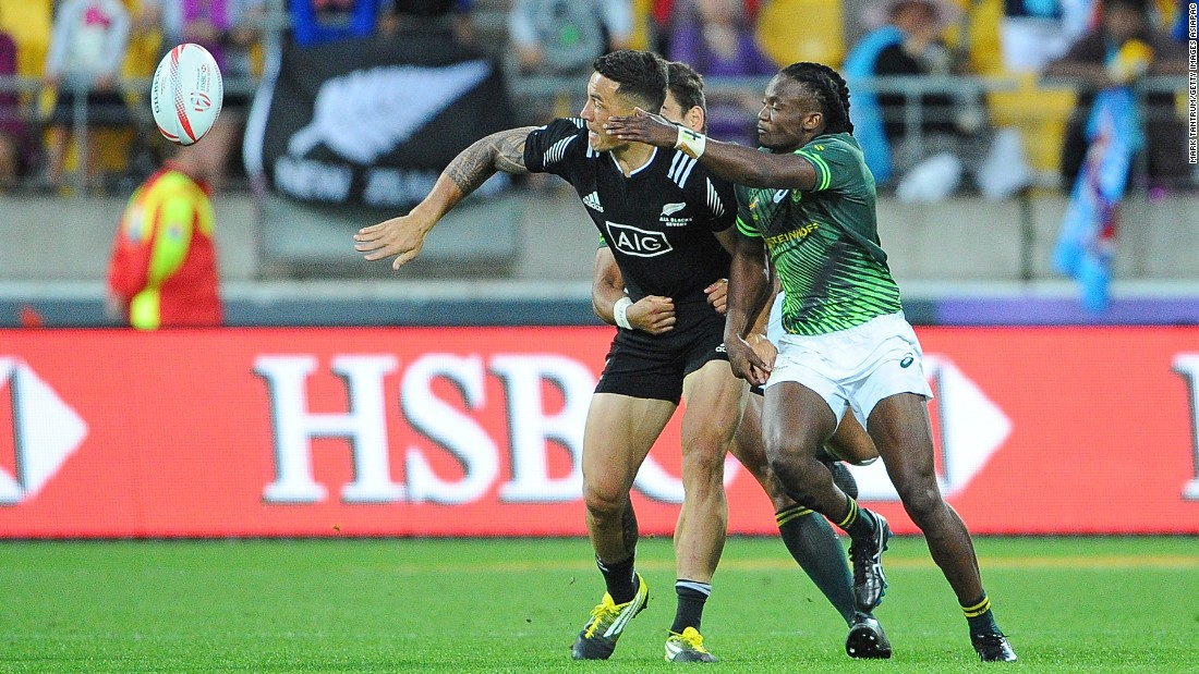An error by 2015 Rugby World Cup winner Williams allowed fellow 15-a-side convert Francois Hougaard to set up Seabelo Senatla for South Africa's third try.