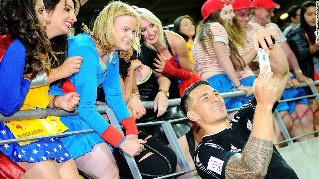 "Fans from many of the 16 competing countries were out in force over the weekend to cheer on their side at this year's Wellington Sevens. New Zealand's Sonny Bill Williams delighted some spectators by taking a selfie following the All Blacks' <a href=""http://edition.cnn.com/2016/01/31/sport/sonny-bill-williams-wellington-sevens-rugby/index.html"" target=""_blank"">dramatic last-gasp victory against South Africa.</a>"