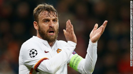 LEVERKUSEN, GERMANY - OCTOBER 20:  Daniele De Rossi of AS Roma applauds during the UEFA Champions League Group E match between Bayer 04 Leverkusen and AS Roma at BayArena on October 20, 2015 in Leverkusen, Germany.  (Photo by Dean Mouhtaropoulos/Bongarts/Getty Images)