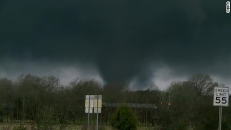 raw tornado Alabama touches down_00000000