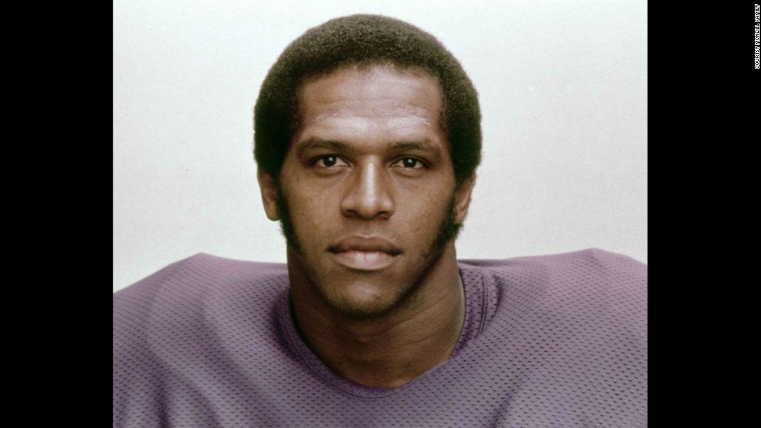 "Former Minnesota Vikings linebacker Fred McNeill died in November 2015 due to complications from ALS. However, an autopsy confirmed that he suffered from CTE. What makes <a href=""http://www.cnn.com/2016/02/04/health/fred-mcneill-cte-football-player/"" target=""_blank"">McNeill's case</a> even more remarkable, though, is that he was potentially the first to be diagnosed while alive. Doctors used an experimental new technology to examine his brain."