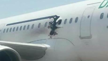 cnnee vo cafe explosion en avion de somalia _00003807
