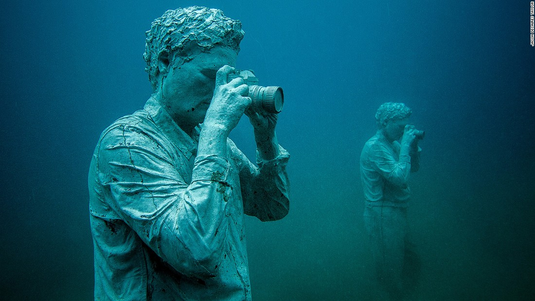 "A set of sculptures by international artist Jason deCaires Taylor have been installed on the seafloor of Las Coloradas bay. His project is inspired by ""the defense of the ocean."""