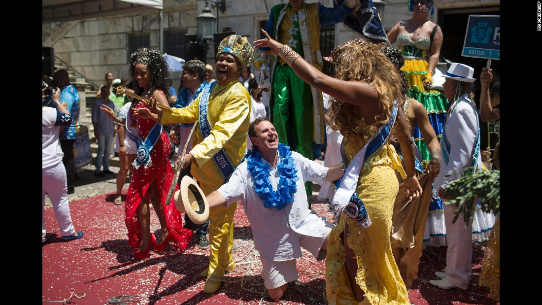 Rio de Janeiro Mayor Eduardo Paes, center, jokes with a reveler at a ceremony marking the official start of Carnival on February 5.