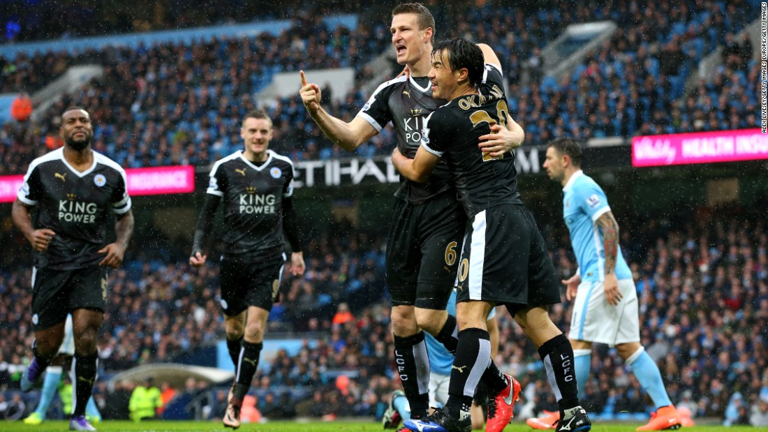 Robert Huth (3rd L) of Leicester City celebrates scoring his team's first goal with his teammate Shinji Okazaki during the Premier League match between Manchester City and Leicester City at the Etihad Stadium on February 6, 2016.